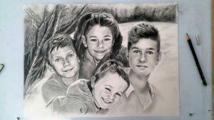 los cuatro primos 300x169 - Cómo Encargar un Retrato a Mano